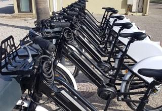 Bornes pour véhicules electriques et vélos en libre service