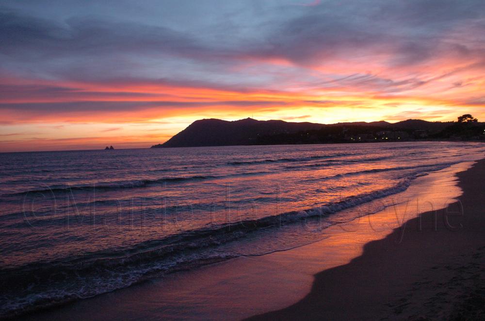 Coucher de soleil sur la plage des sablettes - Office du tourisme de la seyne sur mer ...
