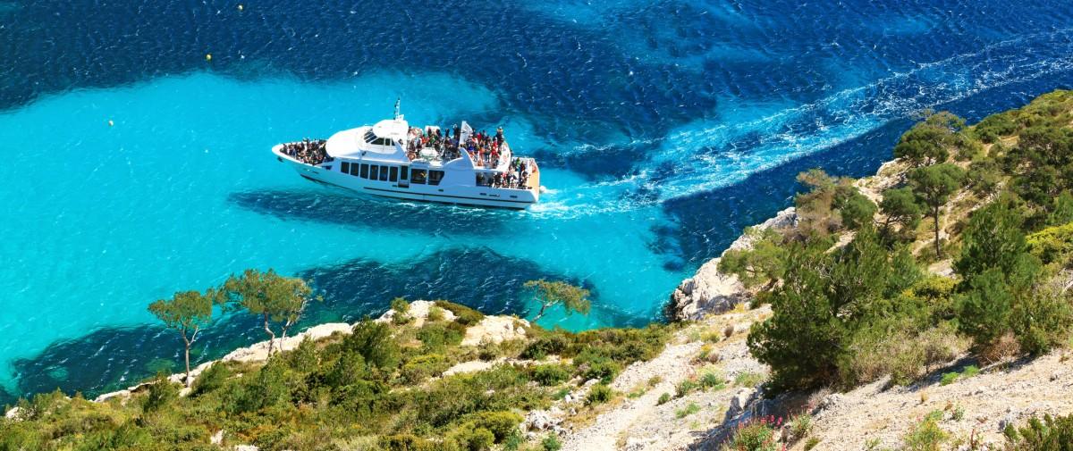 Calanques en bateau Cassis mer transparente parc national bandol Sanary