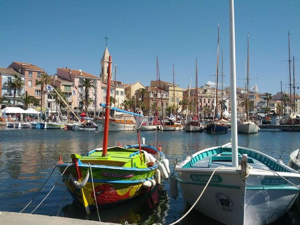 Pointus sur le port de Sanary bateaux de pêche traditions