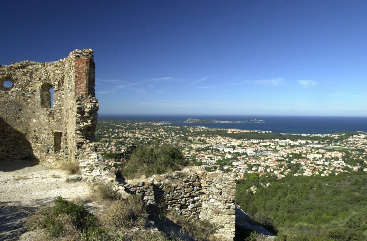 Ruine de la Chapelle St Roch fort de six fours six fours les plages collégiale saint pierre points de vue