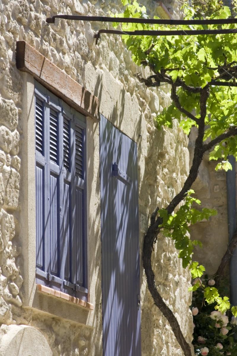 Rue ancienne tonnelle ombragée  La Cadière d'Azur Vin de bandol