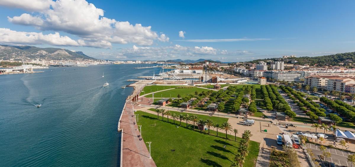 Vue du Pont Levant - Parc de la Navale, la Seyne sur mer, port de la Seyne, rade de Toulon Pont des chantiers