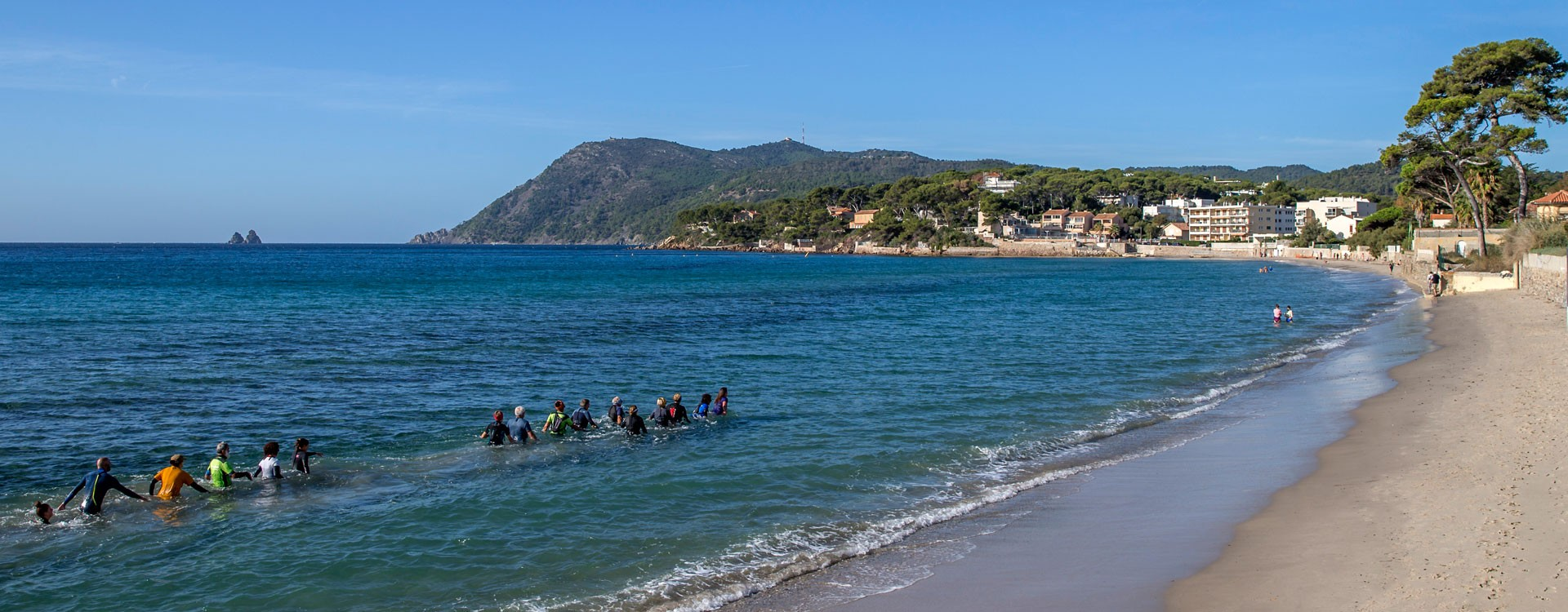 Marche cotière sur la plage des Sablettes