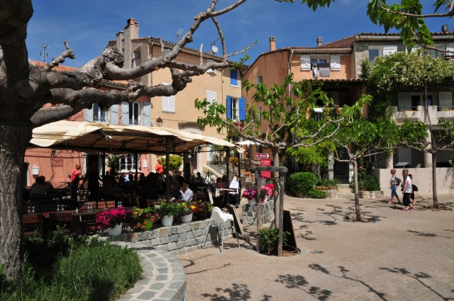 Visitez Le Castellet En France Le Beausset Villages Perches