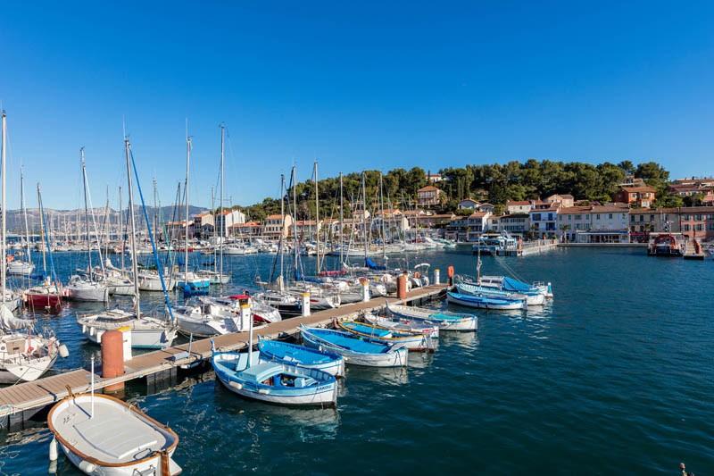 Port de plaisance Saint Mandrier sur mer  Provence Méditerranée rade de Toulon