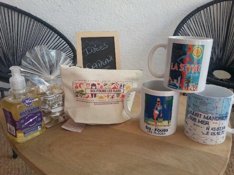 Trousses, pochettes et mugs souvenirs de vacances