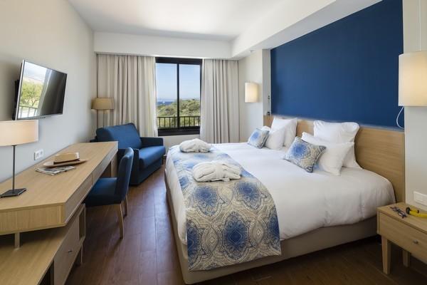 chambre-classique-vue-mer-hotel-helios-ile-des-embiez-2-1-redim-21582
