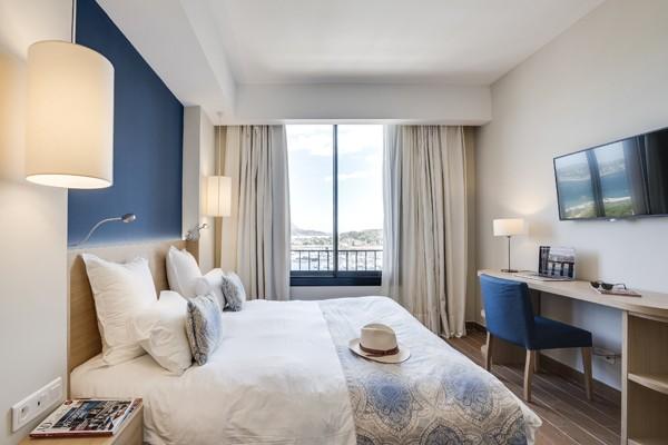 chambre-superieure-vue-port-hotel-helios-ile-des-embiez-21583